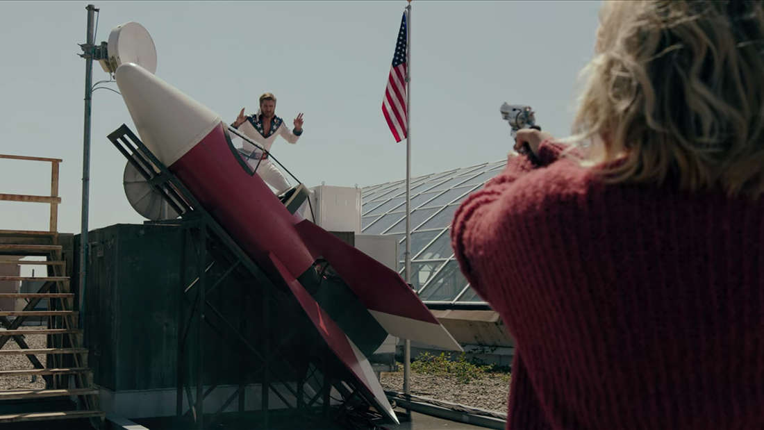 Edgar Evernever wird von Alice Cooper gestellt, als er auf einer DIY-Rakete fliehen will.