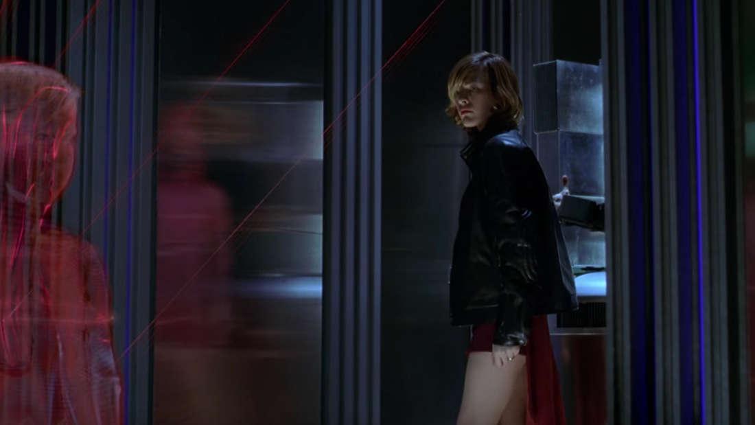 Milla Jovovich spricht in Resident Evil mit dem Sicherheitssystem Red Queen, in Form eines kleinen Mädchens.
