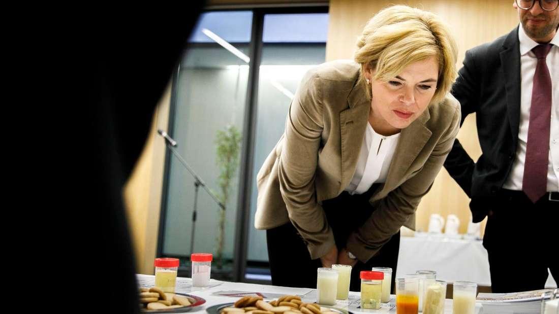 Julia Klöckner und ein paar Kekse.