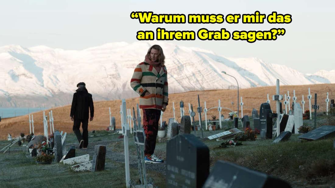 """Will Ferrel mit langen Haaren in bunten Klamotten steht auf einem Friedhof und fragt sich: """"Warum muss er mir das an ihrem Grab sagen?"""""""