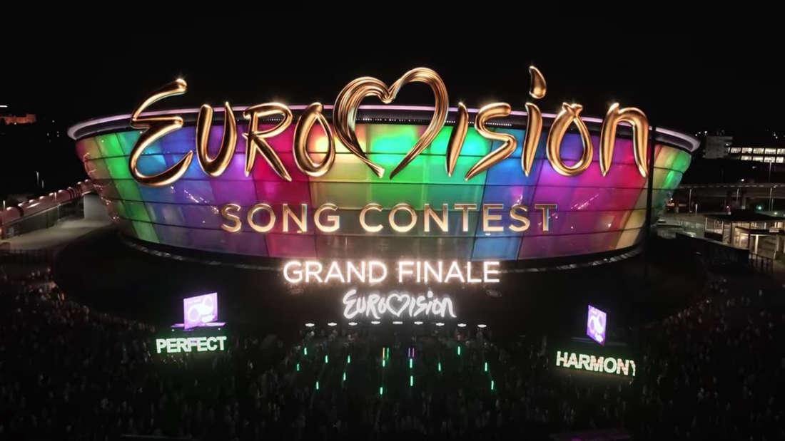 Das Intro vom Eurovision Song Contest vor der beleuchtenden Arena.