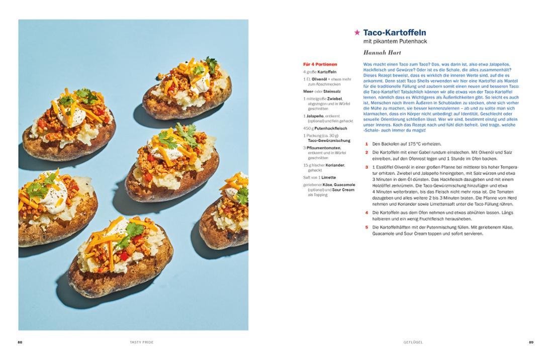 Mehrere Kartoffeln, die wie ein Taco gefüllt und überbacken sind.