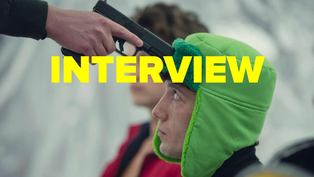 "Maximilian Mundt in ""How To Sell Drugs Online (Fast)"" Staffel 3 hat eine Waffe an dem Kopf"
