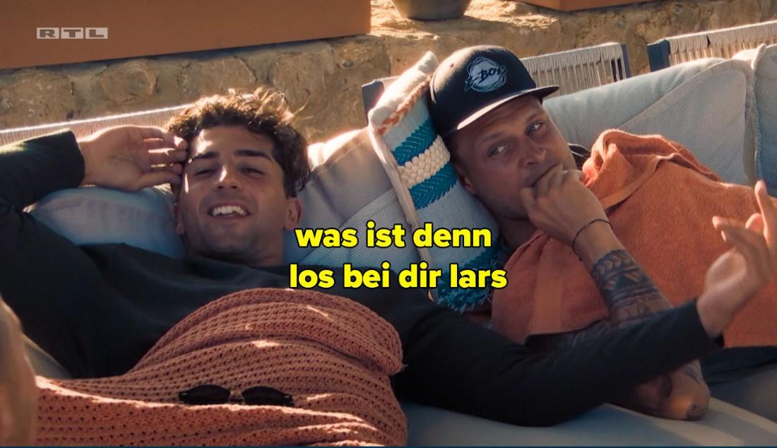 Julian fragt Lars, was denn bei ihm los sei.