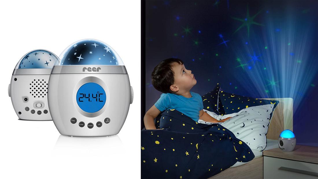 Ein eiförmiges Einschlaflicht mit blauer Kuppel und Bildschirm. Der Lautsprecher befindet sich auf der Rückseite, die Knöpfe für die Einstellungen auf der Vorderseite.