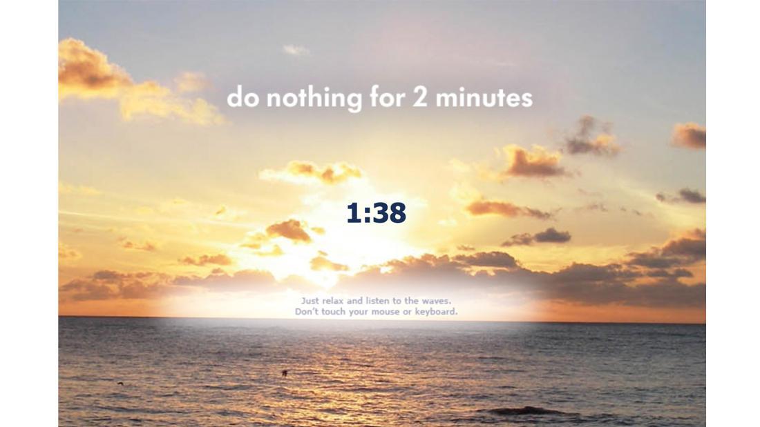 """Die Startseite von """"Do Nothing for 2 Minutes"""", die einen Sonnenuntergang und einen Timer zeigt, der bei 1:38 ist. Darunter der Text """"Just relax and listen to the waves. Don't touch your mouse or keyboard."""""""