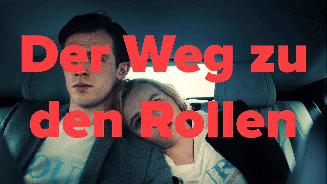 """""""JE SUIS KARL"""": Karl (Jannis Niewöhner) und Maxi (Luna Wedler) sitzen nebeneinander auf der Rückbank eines Autos. Text: der Weg zu den Rollen"""