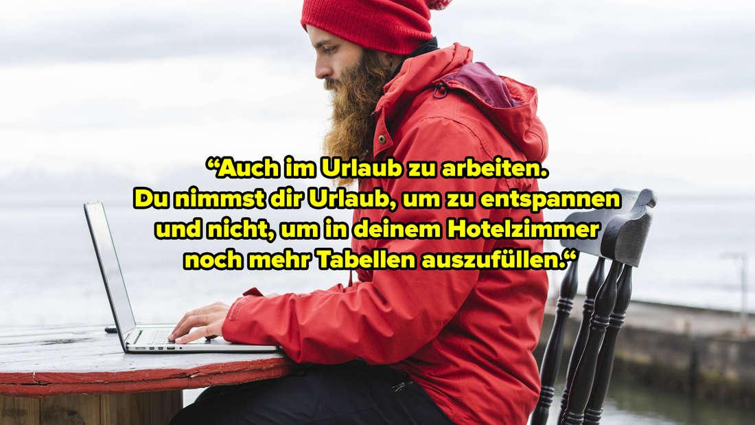 """Ein Mann, der an einem Tisch, der in der Nähe vom Meer steht, sitzt. Er ha einen Laptop vor sich. Text: """"Auch im Urlaub zu arbeiten.  Du nimmst dir Urlaub, um zu entspannen  und nicht, um in deinem Hotelzimmer  noch mehr Tabellen auszufüllen."""""""
