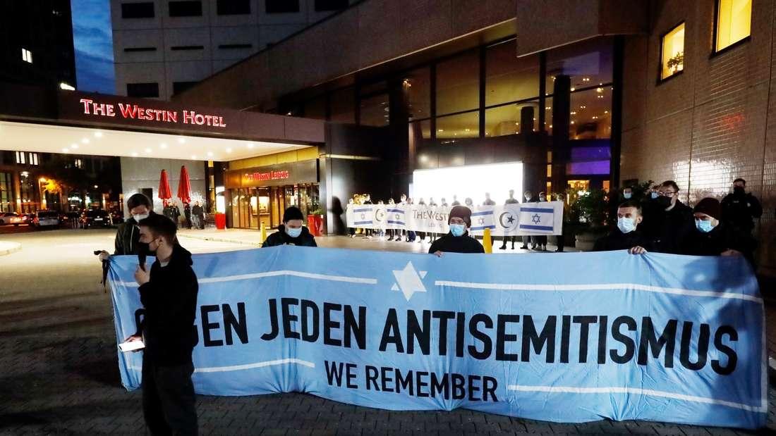 Demonstration vor dem Hotel Westin Leipzig