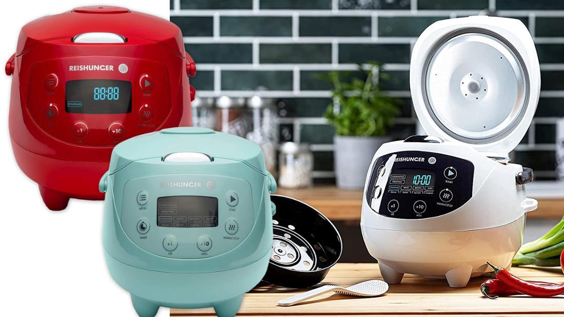 Reiskocher in verschiedenen Farben, unter anderem mint, rot und weiß.